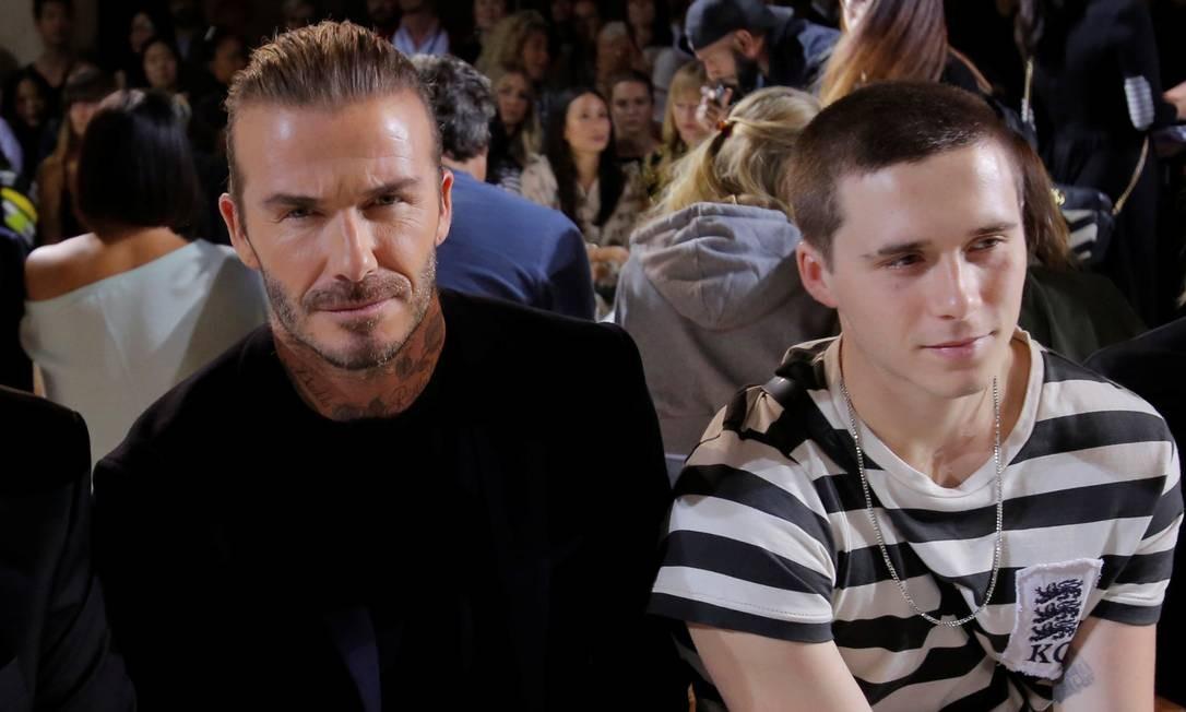 Quase um RP da marca da mulher, Victoria, David Beckham compareceu novamente ao desfile da amada neste domingo, na semana de moda de Nova York. Ele sentou-se na primeira fila ao lado do filho mais velho, Brooklyn ANDREW KELLY / REUTERS