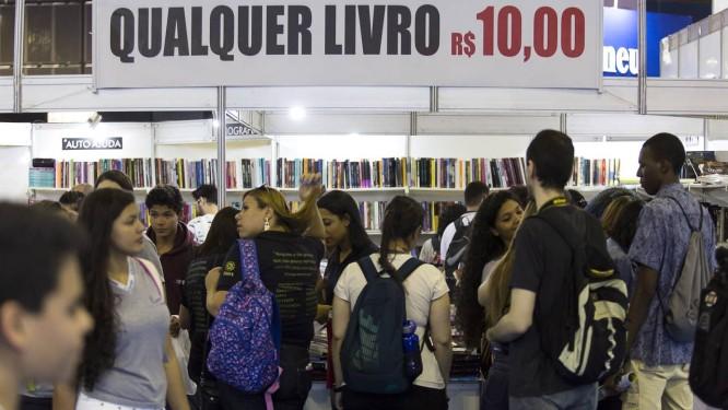 Saldões de livros atraíram jovens e potencializaram as vendas Foto: Leo Martins