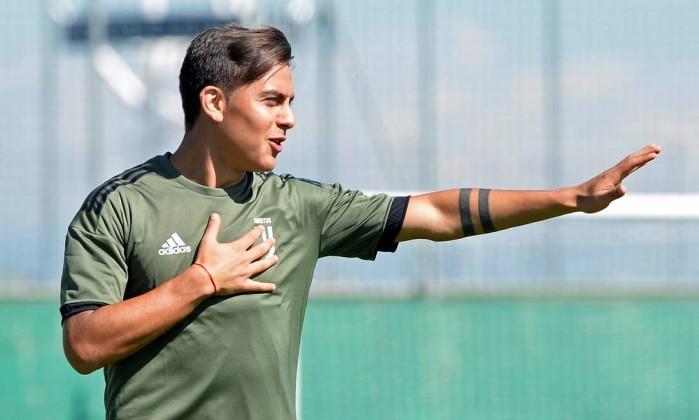 Juventus vence Chievo e assume comando