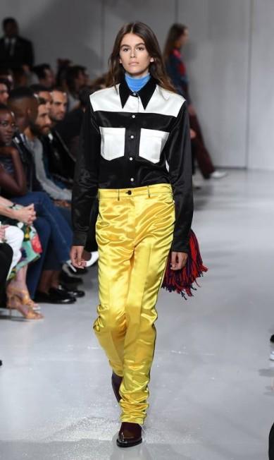 Kaia no desfile da Calvin Klein, show marcou a estreia da modelo nas passarelas ANGELA WEISS / AFP