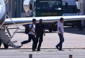 Joesley Batista e Ricardo Saud chegam a Brasília em avião da Polícia Federal Foto: Jorge William / Agência O Globo
