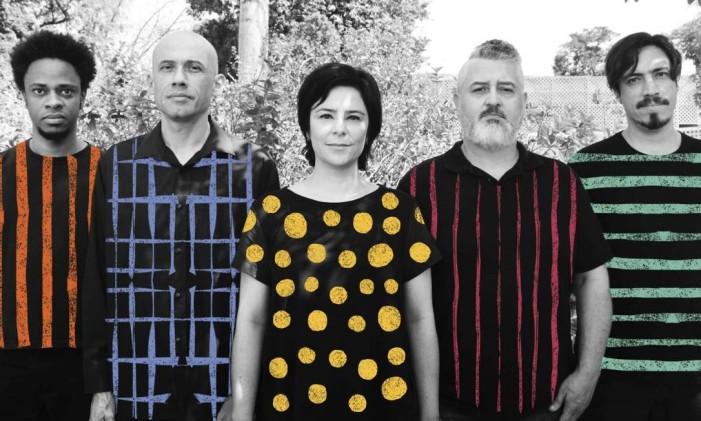 A banda mineira Pato Fu: Richard Neves, John, Fernanda Takai. Ricardo Koctus e Glauco Mendes Foto: Divulgação/Dudi Polonis