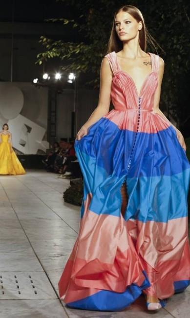 Um verão multicolorido. Esta foi a aposta de Carolina Herrera para sua coleção primavera/verão 2018 Bebeto Matthews / AP
