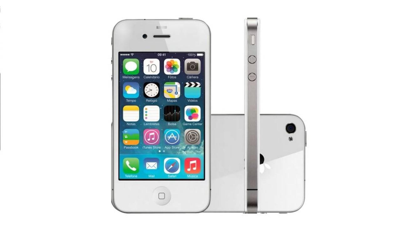 iPhone 4S (2011) - Lançado em outubro daquele ano, em sete países, o iPhone 4S vinha equipado com a quinta versão do iOS e com um processador ARM Cortex-A9 dual-core de 1 GHz, além de 512 MB de memória RAM. A tela mantinha as mesmas características do seu antecessor Foto: Divulgação / Apple