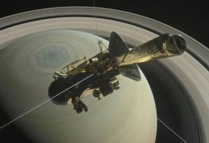 Ilustração mostra a sonda Cassini com Saturno ao fundo Foto: NASA / REUTERS