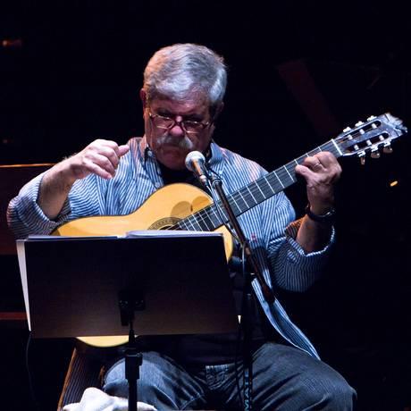Cantor e compositor apresenta seu álbum 'Voz de mágoa' Foto: Myriam Vilas Boas