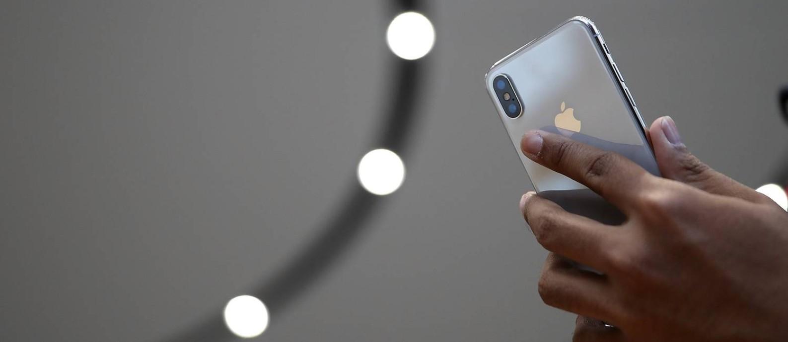 iPhone X: edição voltada ao mercado premium custará mais de US$ 1 mil Foto: JUSTIN SULLIVAN / AFP