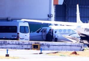 Joesley Batista chega no aeroporto de Brasília para depor na PGR, acompanhado dos delatores Francisco Assis e Silva e Ricardo Saud Foto: Jorge William / Agência O Globo