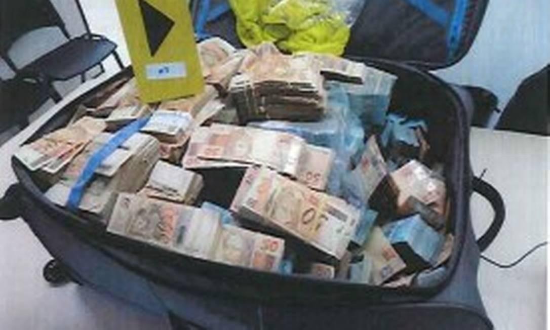 Em operação no início de setembro, a Polícia Federal encontrou R$ 51 milhões em um 'bunker' de Salvador, supostamente ligado ao ex-ministro Geddel Vieira Lima Foto: Reprodução/PF