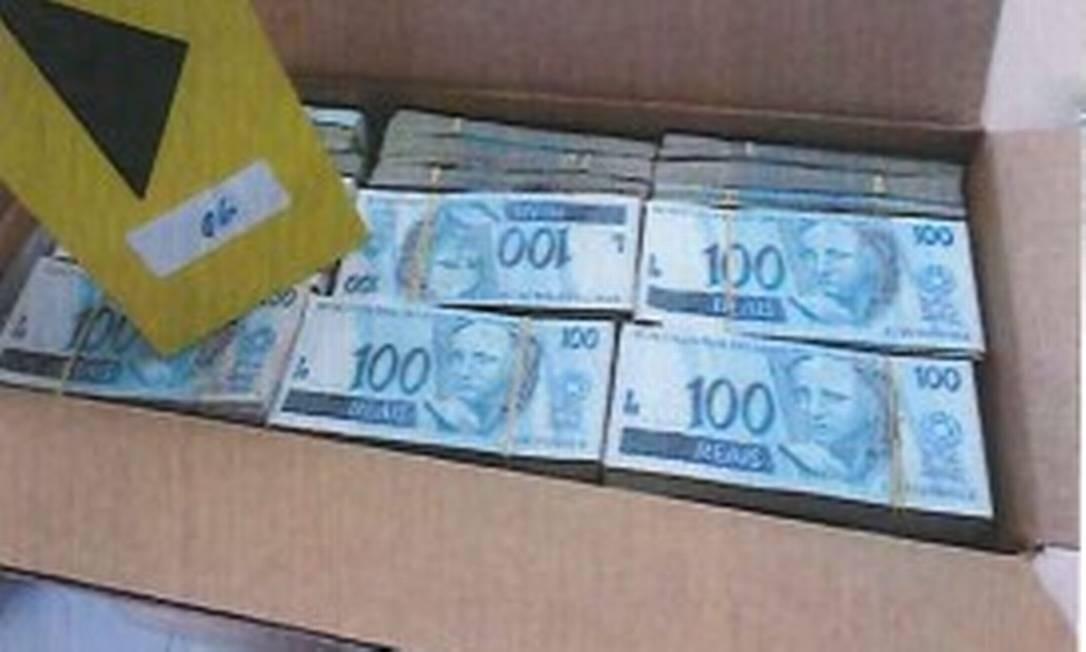 Foram encontrados R$ 42 milhões, além de US$ 2,6 milhões, como mostram as imagens do relatório da Polícia Federal Foto: Reprodução/PF