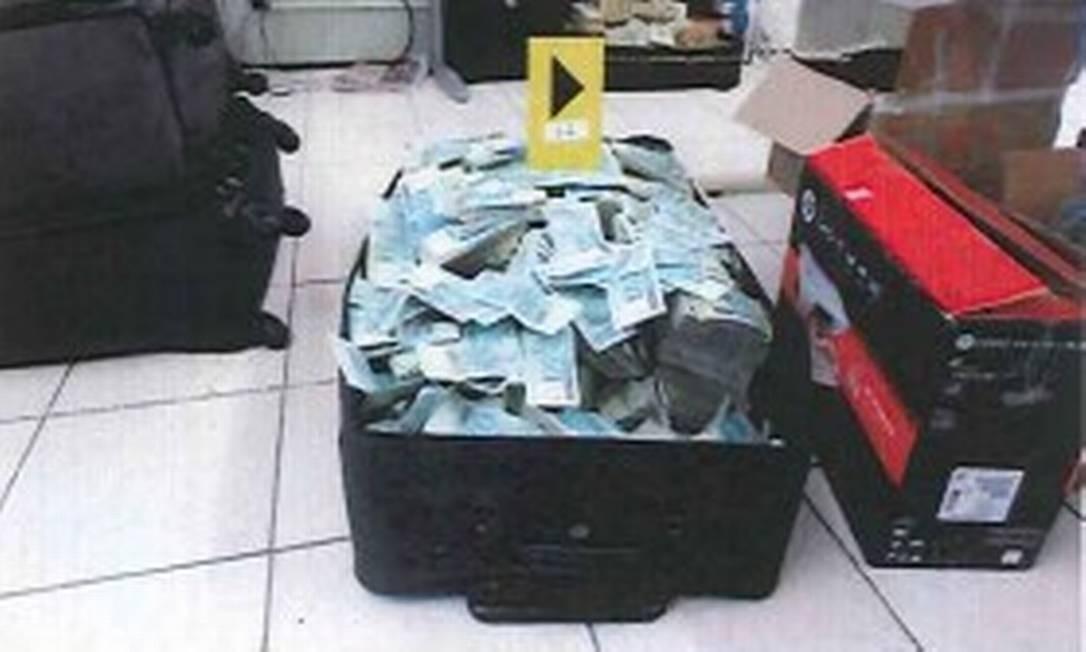 Para pedir a prisão de Geddel, o juiz Vallisney de Souza levou em conta os indícios reunidos pela PF sobre a associação dos R$ 51 milhões ao ex-ministro Foto: Reprodução/PF