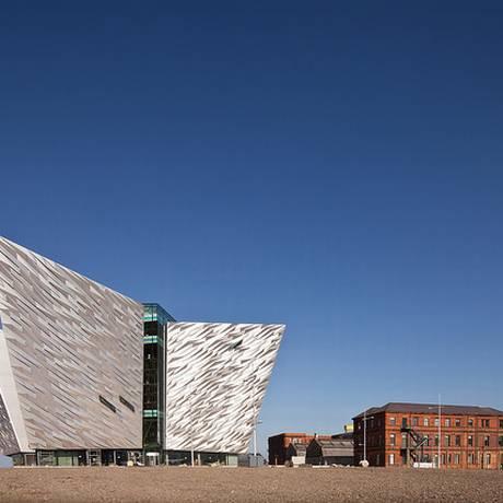 O Titanic Quarter, com o Museu Titanic, em Belfast Foto: Divulgação