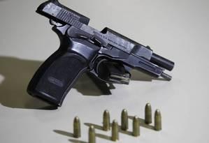 Modelo de pistola 9mm Foto: Thiago Lontra / Agência O Globo