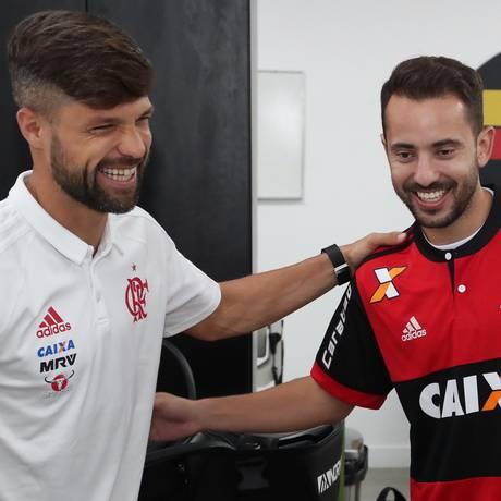 Diego e Everton Ribeiro foram bem na vitória sobre o Sport Foto: Gilvan de Souza/Flamengo