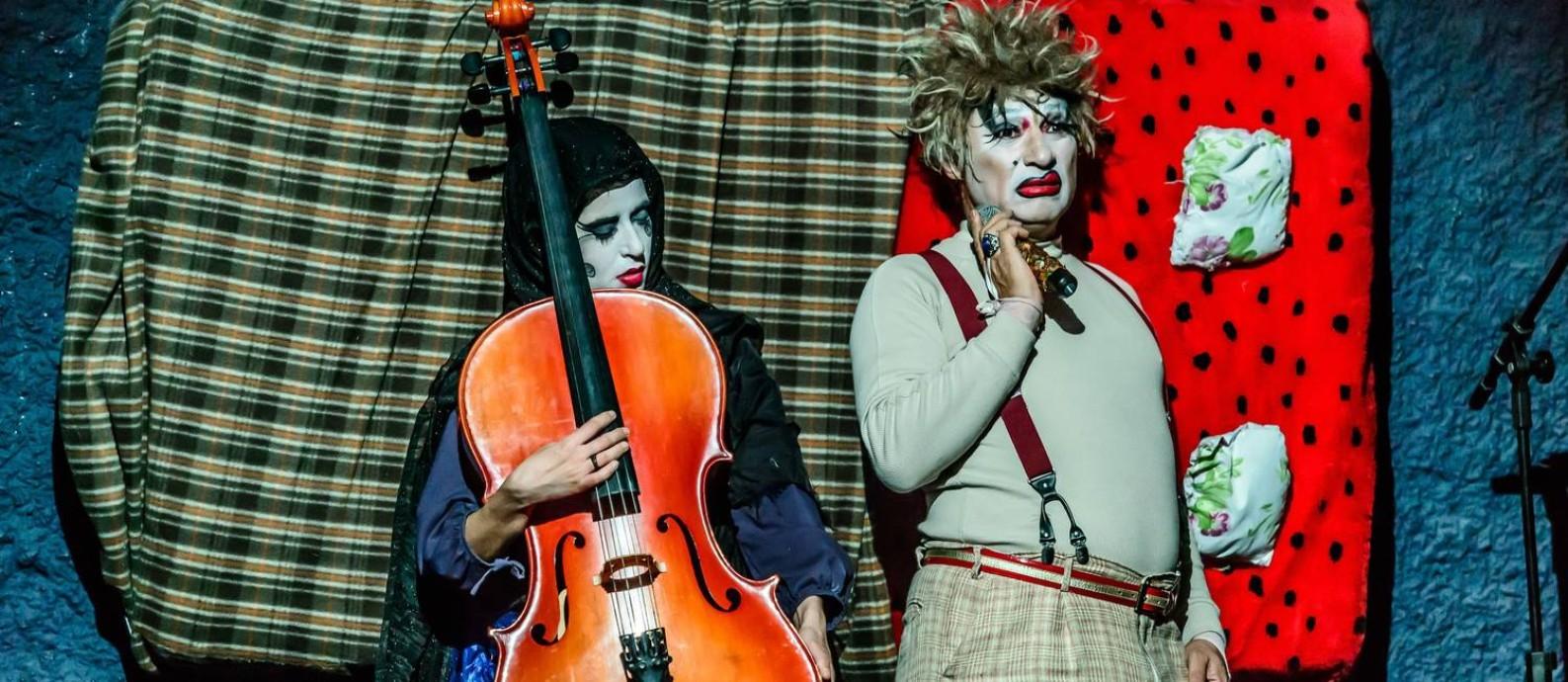 A peça 'Pessoas perfeitas' abre a trilogia no Sesc Copacabana Foto: Andre Stefano