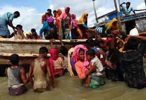 Rohingyas atravessam Baía de Bengala em busca de refúgio em Bangladesh Foto: DANISH SIDDIQUI / REUTERS/11-9-2017