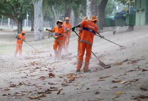 Comlurb deixará de recolher lixo de grandes produtores para reforçar serviço em outras áreas Foto: Guilherme Pinto / Agência O Globo