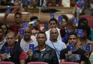 Cerca de mil pessoas em fila para tentar um emprego em Nova Iguaçu, em agosto de 2017. Foto Cléber Júnior/Agência O Globo