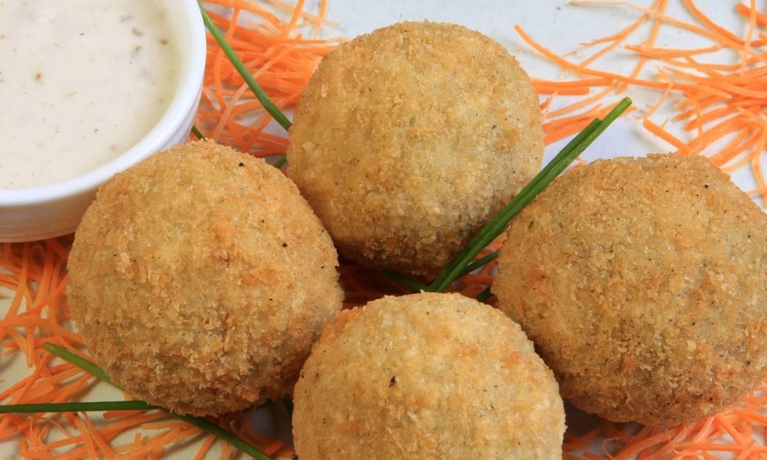 Ainda no Nam Thai: o bolinho indiano pekoras de batata (4 unidades a R$ 29) leva ervilha com molho de iogurte e cominho. Rua Rainha Guilhermina 95 A/B, Leblon - 2259-2962. Seg, das 19h à meia-noite. Ter e qua, do meio-dia à meia-noite. Qui a sáb, do meio-dia à 1h. Dom, do meio-dia às 23h Foto: Divulgação
