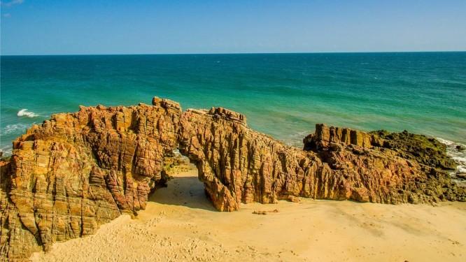 A famosa Pedra Furada, em Jericoacoara, no Ceará Foto: Gustavo Pellizon / Setur Ceará/Divulgação