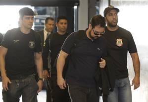 Após ser preso, Alexandre Pinto chega à Superintendência da PF no Rio Foto: Gabriel de Paiva/03-08-2017 / Agência O Globo