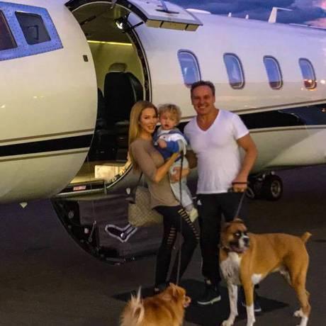 Milionária posou com filho e cachorro antes da passagem do furacão Irma Foto: Reprodução Instagram