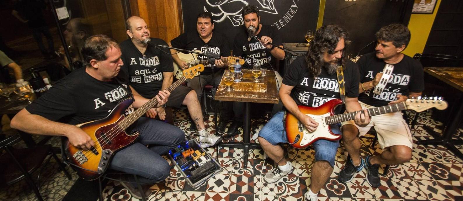 O Bar Osório, em Ipanema, tem uma roda de rock Foto: Agência O Globo/Barbara Lopes