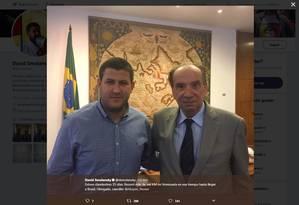 Foto mostra prefeito venezuelano David Smolansky com ministro de Relações Exteriores brasileiro, Aloysio Nunes Foto: Reprodução