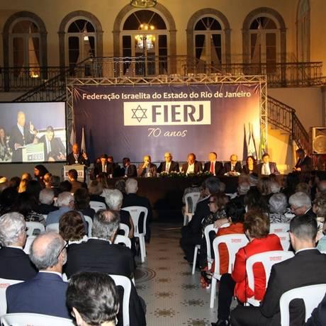 Aniversário. Herry Rosenberg discursa em comemoração dos 70 anos da Fierj: diálogo constante com outras crenças Foto: Paulo Nicolella