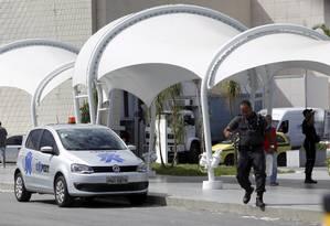 Shoppings investem em segurança nos estacionamentos. Barra Shopping faz patrulha com carros e motos. Foto: Marcelo Carnaval / Agência O Globo