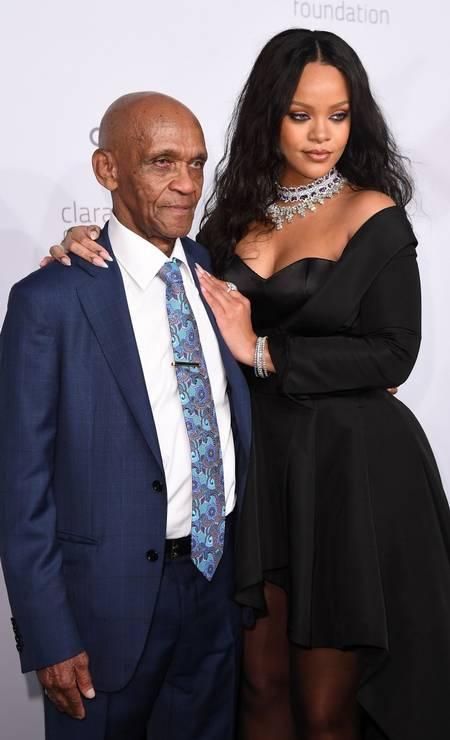 Rihanna e o avô, Lionel Braithwaite Foto: ANGELA WEISS / AFP