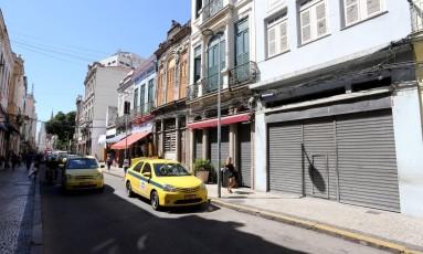 Crise afeta lojas no Saara Foto: Guilherme Pinto / Agência O Globo
