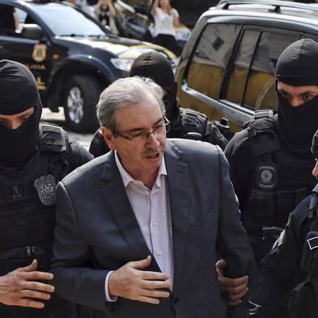 Eduardo Cunha ao ser preso, em outubro Foto: Denis Ferreira / AP