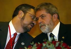 O então presidente Lula e o então ministro da Fazenda Antonio Palocci Foto: Roberto Stuckert Filho/ Agência O GLOBO 27.05.2004