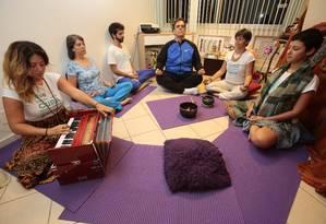 Concentração. Participantes do Awaken Love no Cultivo do Silêncio Foto: Thiago Freitas