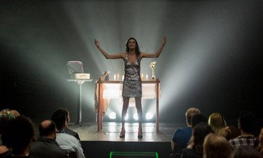 """A atriz trans Renata Carvalho em cena no espetáculo """"O Evangelho segundo Jesus, rainha do céu"""" Foto: Tiago Lima / Divulgação/ Tiago Lima"""