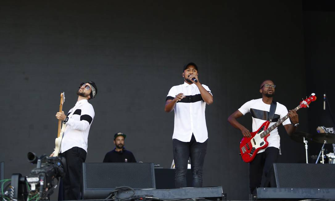 Palco Sunset abre terceiro dia de Rock In Rio com o encontro entre a banda portuguesa HMB e os rappers lusitanos Carlão e Virgul Foto: Agência O Globo