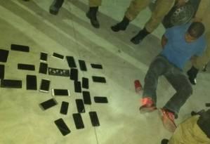Homem detido pela Guarda Municipal com 28 aparelhos celulares Foto: Divulgação