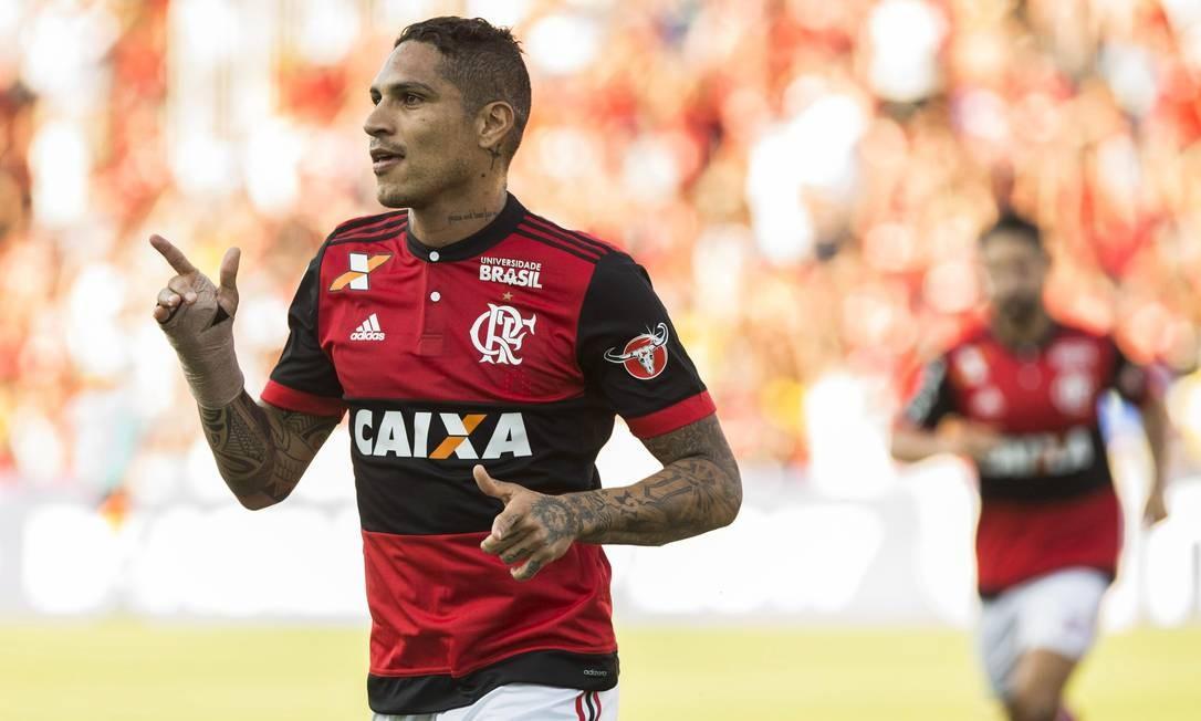 Guerrero comemora o primeiro gol do Flamengo sobre o Sport Foto: Guito Moreto / Agência O Globo
