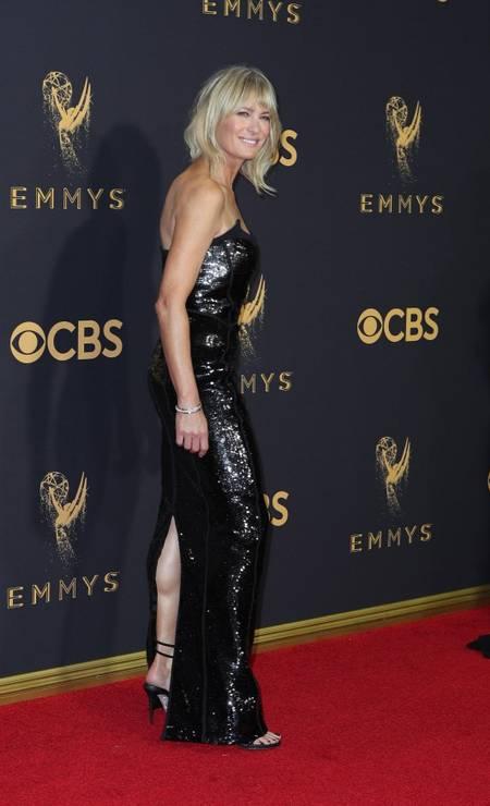 """Apesar da torcida da filha, Robin não levou o prêmio. A vencedora foi Elizabeth Moss, pelo papel em """"The Handmaid´s tale"""" Foto: MIKE BLAKE / REUTERS"""