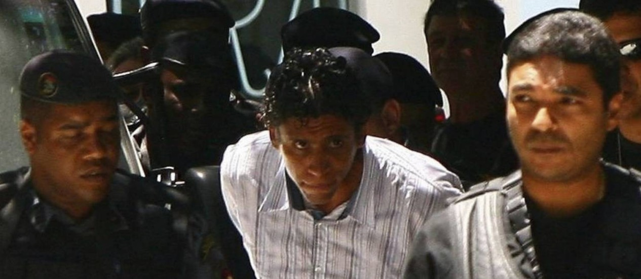 O traficante Nem e seus comparsas são transferidos da PF para Bangu após prisão em 2011 Foto: Agência O Globo / Angelo Antônio Duarte - 10/11/2011
