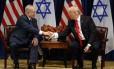 Presidente dos EUA, Donald Trump, e premier israelense, Benjamin Netanyahu, se cumprimentam durante entrevista coletiva em Nova York