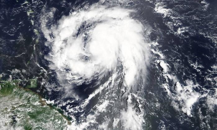 Furacão Maria se fortalece e atinge nível 5: 'potencialmente catastrófico'