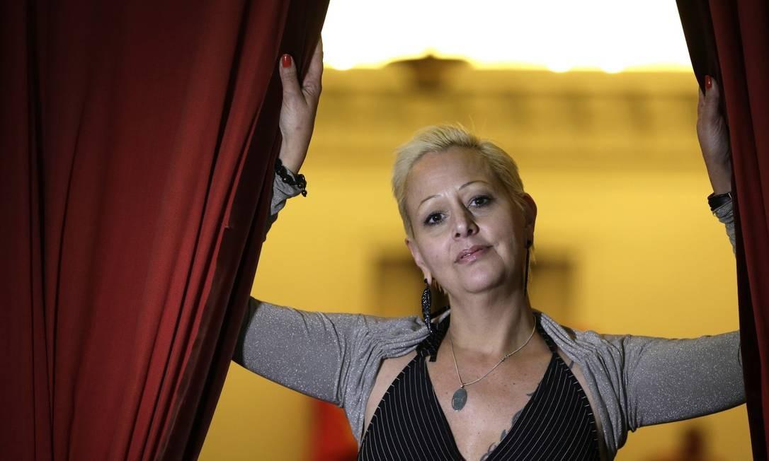 """""""A prostituição, às vezes, é uma solução viável para mulheres que vêm de famílias pobres, que precisam cuidar da família, ou que dependem dessa renda para estudar, por exemplo"""", diz a ativista. Foto: Gustavo Miranda / Agência O Globo"""