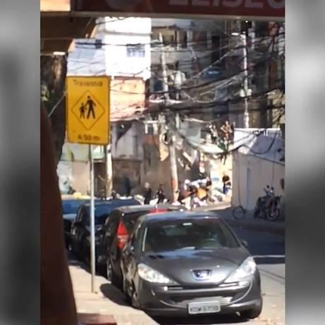 Vídeo que circula em redes sociais mostra momento que traficantes entram na favela da Rocinha Foto: Reprodução