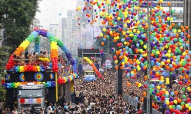 Parada LGBT em São Paulo: oferta de tratamento só aumentaria a exclusão de parte da população, dizem especialistas Foto: Edilson Dantas / Agência O Globo