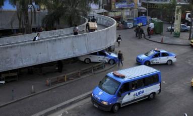 Policiamento reforçado nos acessos da Rocinha, onde ocorre uma operação Foto: Uanderson Fernandes / Agência O Globo