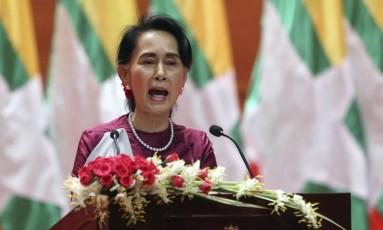 Líder de fato de Mianmar, Aung San Suu Kyi, faz discurso televisionado sobre crise humanitária envolvendo muçulmanos rohingya Foto: Aung Shine Oo / AP