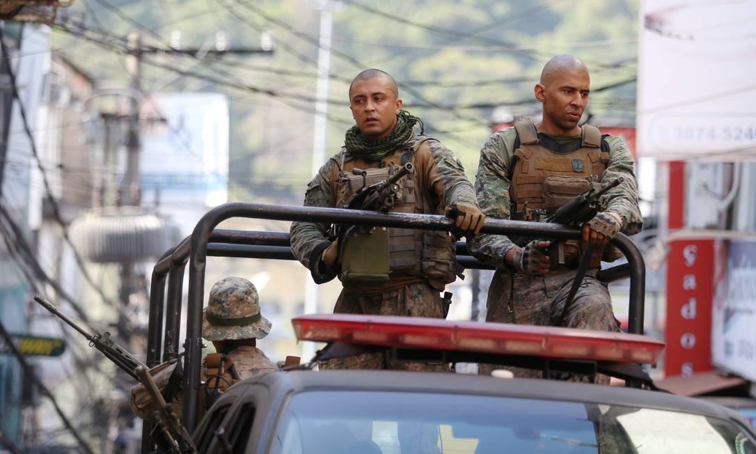 Além da Rocinha, PM faz operação em cinco comunidades Foto: Fabiano Rocha / Agência O Globo