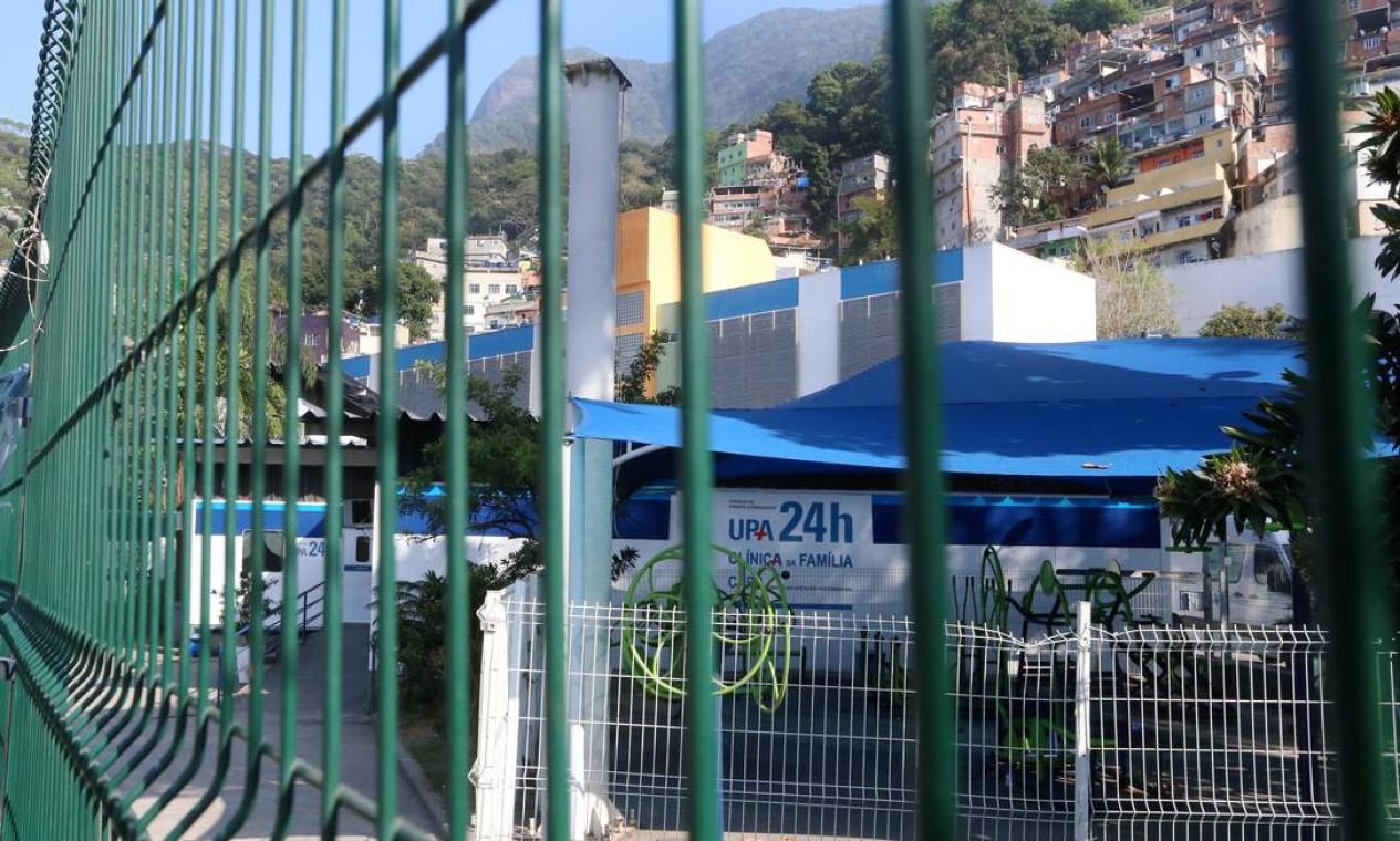 UPA da Rocinha estava fechada no início da manhã, mas retomou as atividades às 9h Foto: Fabiano Rocha / Agência O Globo